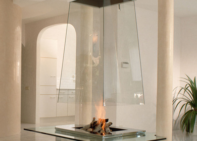 Pyramidal free hanging glass fireplace