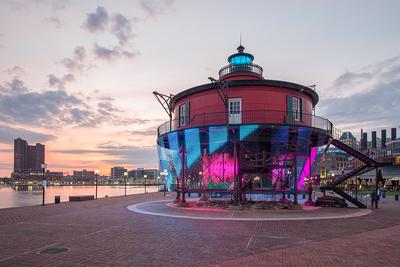 Lightwave : Baltimores Beacon