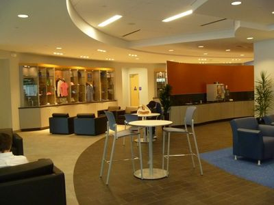 Calstar Motors (Mercedes Benz automotive dealership