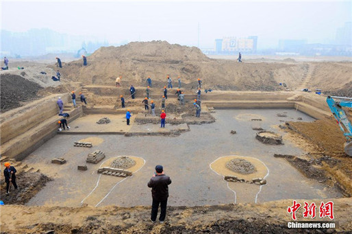 Archaeologists are clearing up the tomb complex that was discovered in Beijing's Daxing district. (Photo: Chinanews.com)