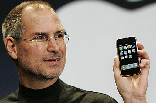 Steve Jobs presentes the iPhone at an event in San Francisco on Jan. 9, 2007. (Photo: Paul Sakuma/Associated Press)