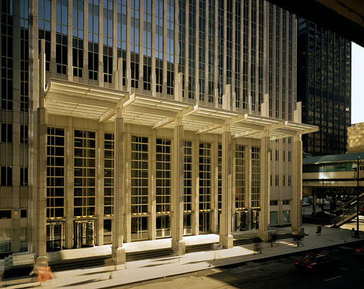 181 Madison Street Building by Cesar Pelli Architect, Chicago, IL 1991. Image courtesy of Jon Miller © Hedrich Blessing.