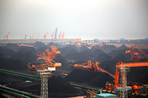 Coal bulker terminal at Quinhuangdau China. source: Copyright Greenpeace / Liu Feiyue. Image via groundtruthtrekking.org.
