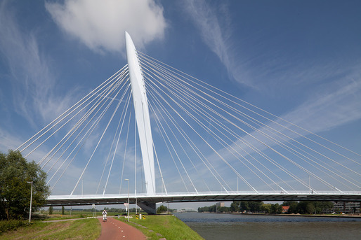 Prins Claus Bridge, architect: UN Studio, 1997-2003, Utrecht. This photo was taken for the Architecture Guide from 010 publishers, www.architectureguide.nl © Ossip van Duivenbode