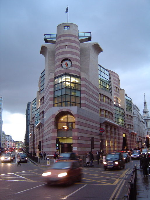 Prominent British architects and critics, including Norman Foster, Richard Rogers, Zaha Hadid and Owen Hatherley, speak out against plans to update London's Number 1 Poultry and call for its protection as heritage. (Photo: Atelier Joly/Wikipedia)