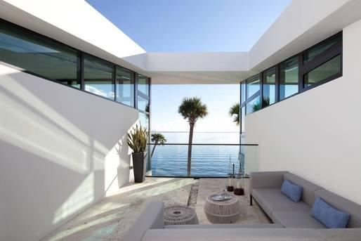 Coral Gables House by Touzet Studio. Photo © Robin Hill