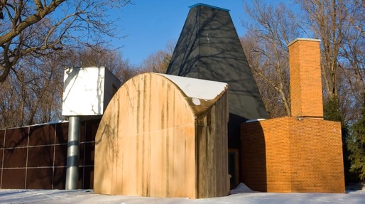Frank Gehry's Winton Guest House. Screenshot via YouTube.