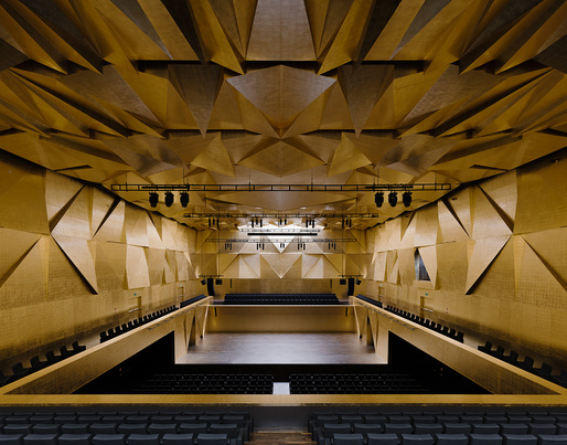 Concert hall inside the Philharmonic Hall Szczecin, designed by Barozzi / Veiga. Photo © Simon Menges