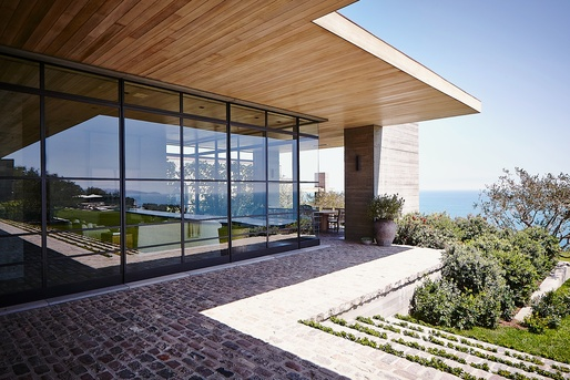 Rappaport Residence, Malibu, CA by Scott Mitchell Studio. Photo by Steve Shaw