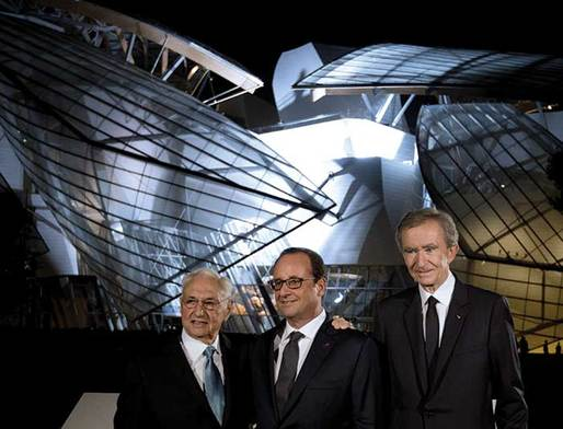 Bernard Arnault of the Fondation Louis Vuitton (right) with French President François Hollande (center) and the architect of his private museum, Frank Gehry (left). Image via theartnewspaper.com