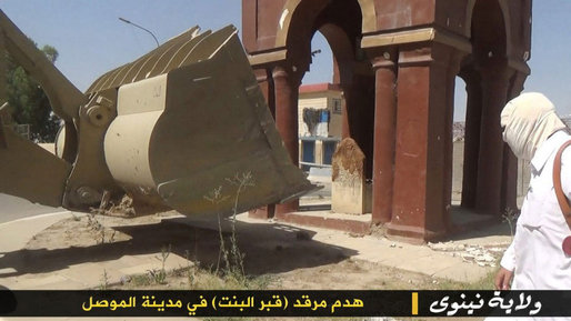 Tombs as well as mosques have been reduced to rubble. (The Art Newspaper; Image: Iraq News)