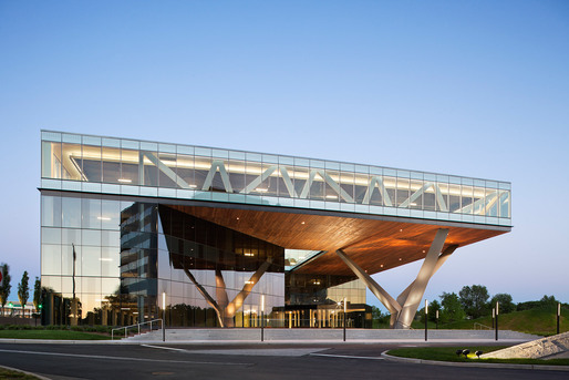 Centra Metropark; Iselin, NJ by Kohn Pedersen Fox Associates. Photo: Michael Moran.
