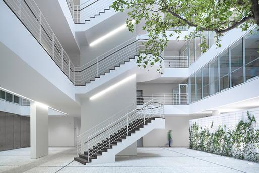 City Green Court in Prague, Czech Republic by Richard Meier & Partners Architects © Yohan Zerdoun