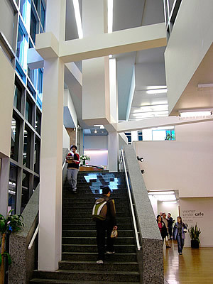 Wexner Center, Atrium staircase with notorious 'hanging column'