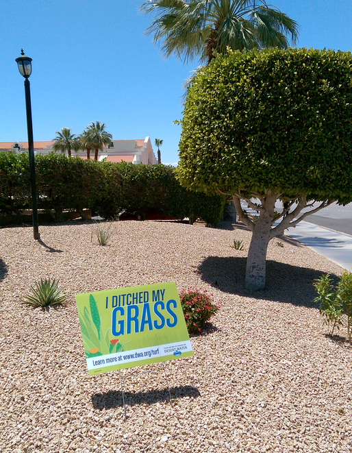 """I ditched my grass"" sign in Palm Springs, California. (Photo: Alexander Walter)"