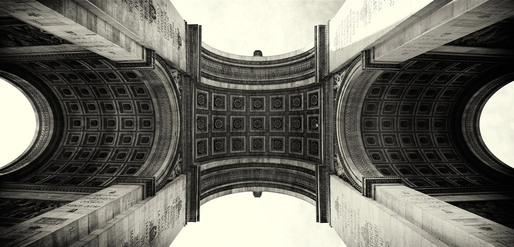 Up lifting arch (Arc de Triomphe, Paris 2011) © Simon Gardiner