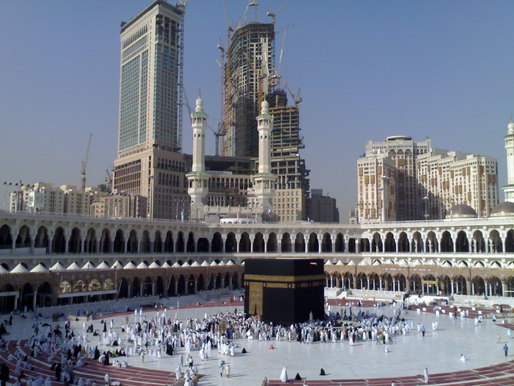 The historic buildings that once surrounded the Holy Mosque in Mecca have been demolished to make way for modern hotels and malls. Credit: Wikipedia