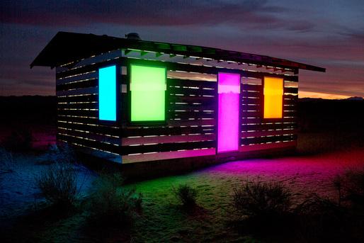 прозрачна къща в пустинята
