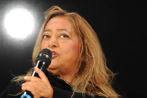 "Zaha Hadid speaking at the DLD13 conference ""patterns that connect"" in Munich (Photo: picture alliance/Jan Haas)"