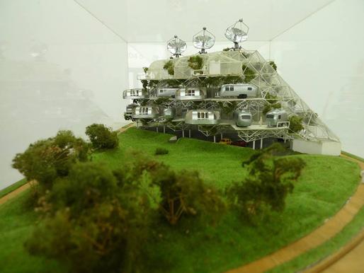 The Green Machine, Glen Small. Image courtesy of Orhan Ayyüce.