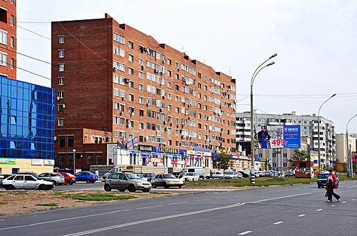 New Tolyatti: Plinth extensions create commercial platform.