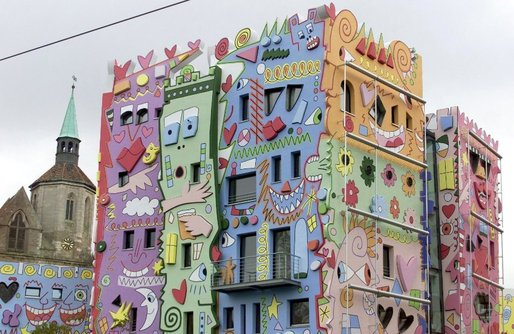 "The ""Happy Rizzi Haus"" in the German city of Braunschweig was designed by American artist James Rizzi in the late 1990s. ""I feel sorry for the people who work there or have to look at it every day,"" says Fröbe."