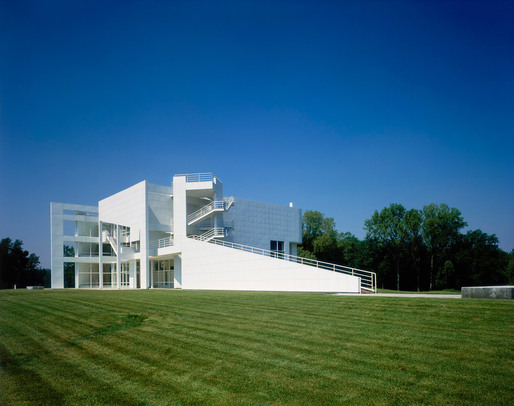 The New Harmony Athenaeum by Richard Meier & Partners Architects