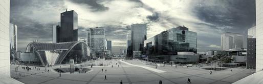La Défense bleu! (Paris 2011) © Simon Gardiner