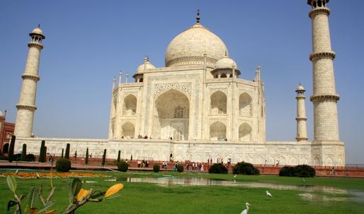 The Taj Mahal, yellowed by smog, is getting a restorative mud mask
