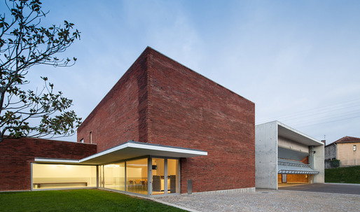 ShowCase: Santo Tirso Fire Station by Álvaro Siza Vieira