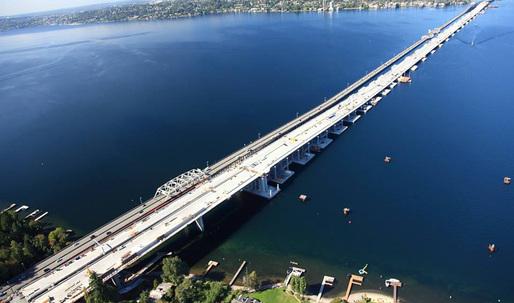 Seattle celebrates opening of world's longest floating bridge