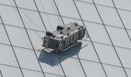 Two window washers trapped on scaffolding at 1 WTC