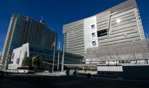 Ten years after opening, Morphosis' San Francisco Federal Building is not a crowd pleaser