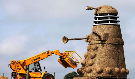 British ice-cream shoppe, Snugbury's, creates a 35ft straw Dalek for 50th anniversary