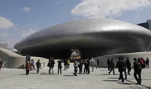 New Seoul landmark stirs debate: Architectural accomplishment or landing of ugly spaceship?