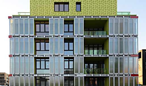 German building uses algae for heating and cooling