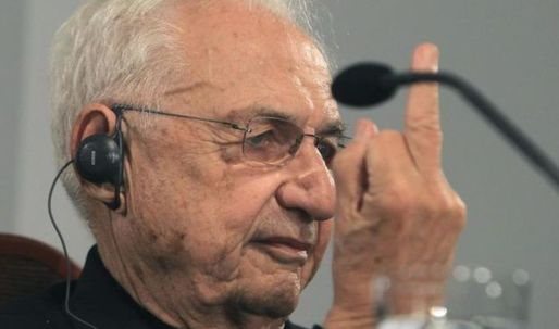 Frank Gehry gives the crowd a piece of his mind (and his middle finger)