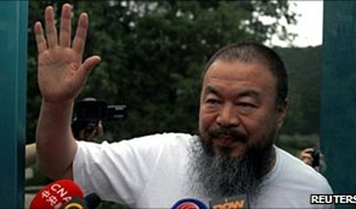 China artist Ai Weiwei banned from using Twitter