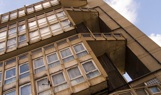 Robin Hood Gardens residents dare Lord Rogers to spend a night in the blighted estate