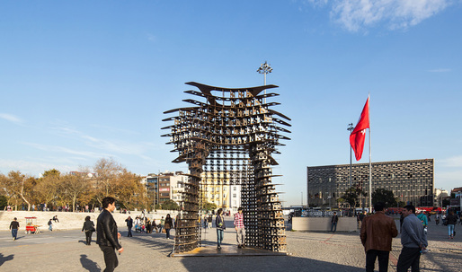 """Serra Gate"" salutes to Taksim Square protests in Istanbul, will tour city next year"