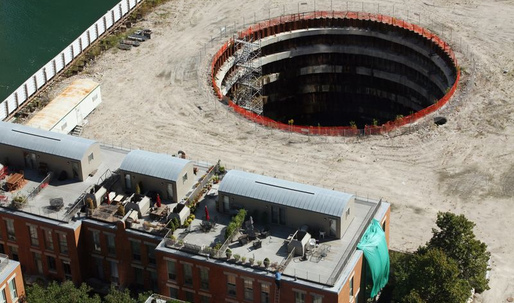 Chicago Spire's gaping hole to be hidden behind piles of dirt