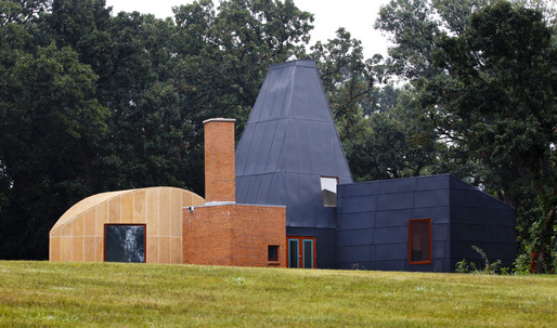 Update: Frank Gehry's Winton Guest House auctioned for $750,000
