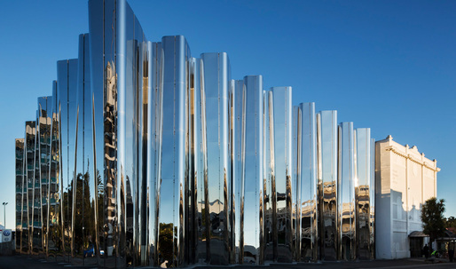 """Kinetic"" steel museum in New Zealand pays tribute to illustrious sculptural artist Len Lye"