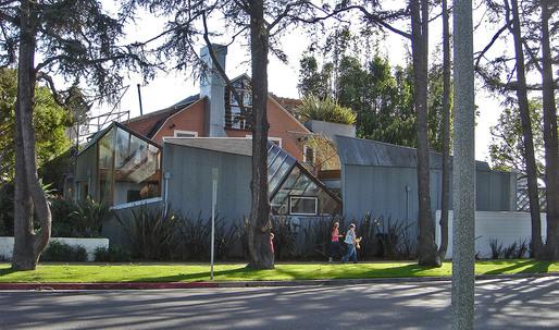 Gehry's Santa Monica Residence Wins AIA Twenty-Five Year Award