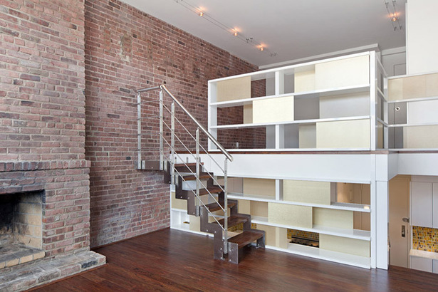 The three levels distinguished by the system are connected by stainless steel open riser stairs with FSC-certified treads to match the flooring. Multistory windows complement energy efficient lighting.