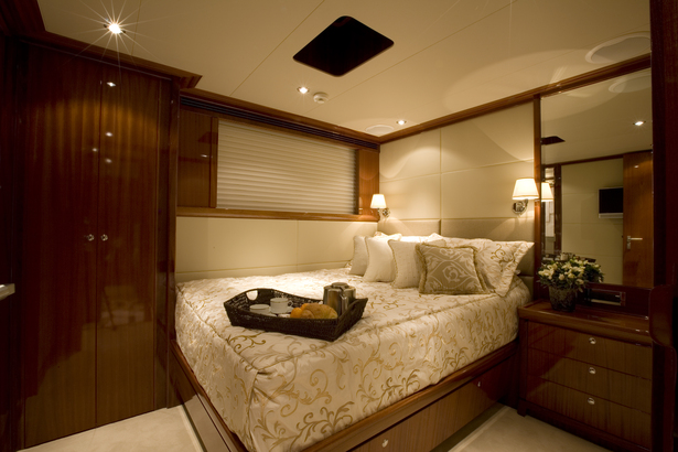 Port Guest Room - Midships