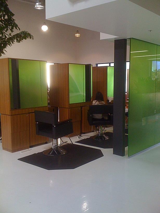 Salon stations
