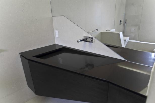 Custom designed cabintery and integrated sink (photo: Arshia Mahmoodi)