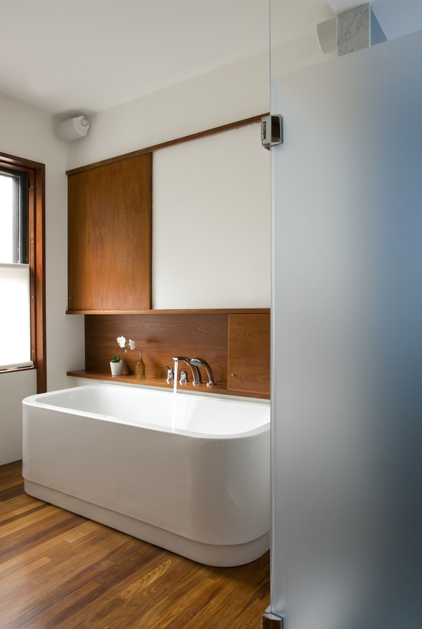 Bathtub with closed sliding cabinet