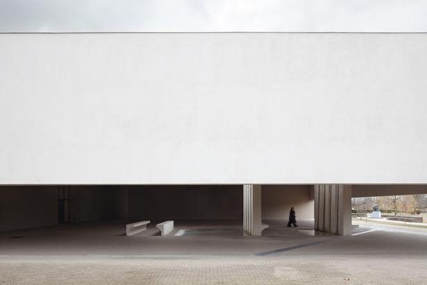 KAAN Architecten / photo Stijn Bollaert